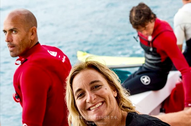 Dustin Epic Photo Bomb by Kelly Slater Maui January 2016 Peahi Jaws